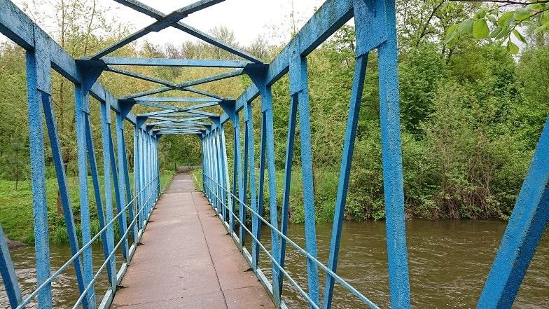 Железный пешеходный мост