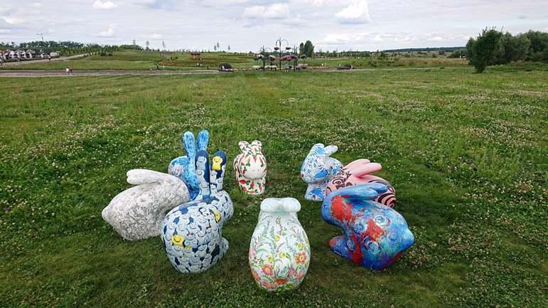 Скульптуры пасхальных кроликов