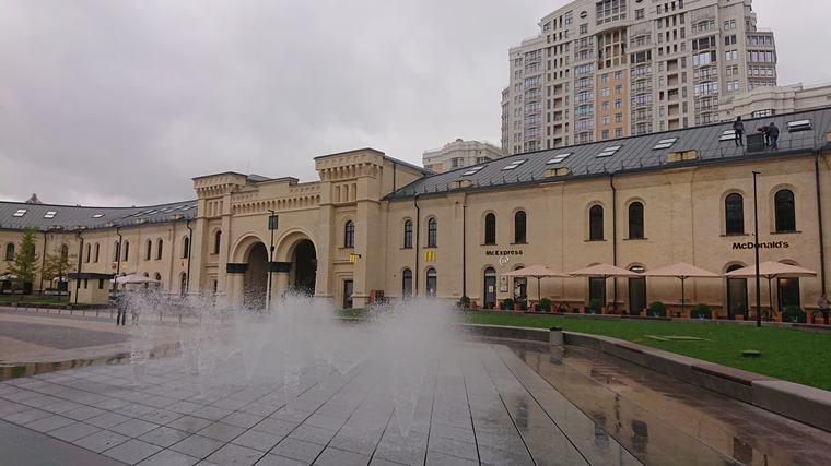 Площадь с фонтанами